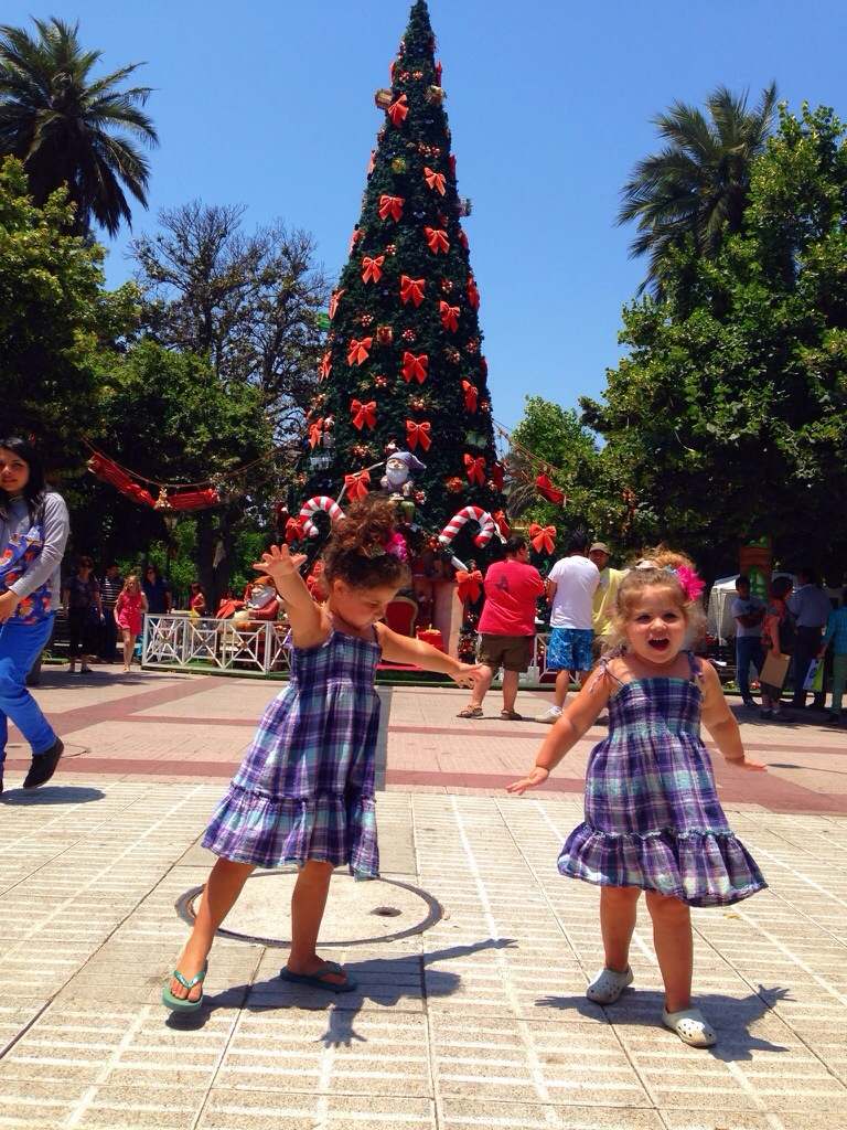 Girls dancing, christmas tree, palm tree, chile, contemporary artist in Chile , south america, artista Chilena.